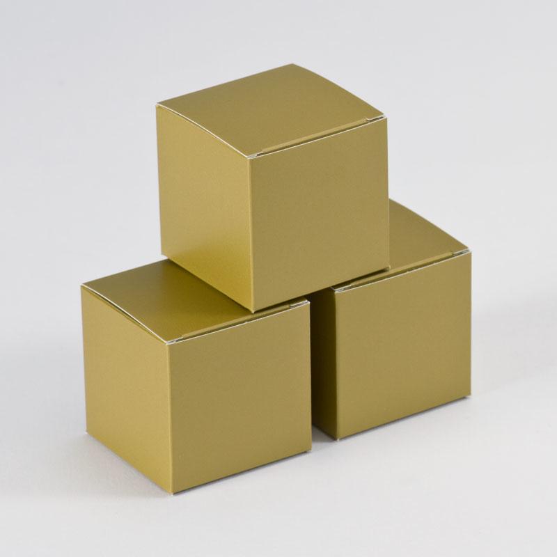 Blanco gouden kubusdoosje