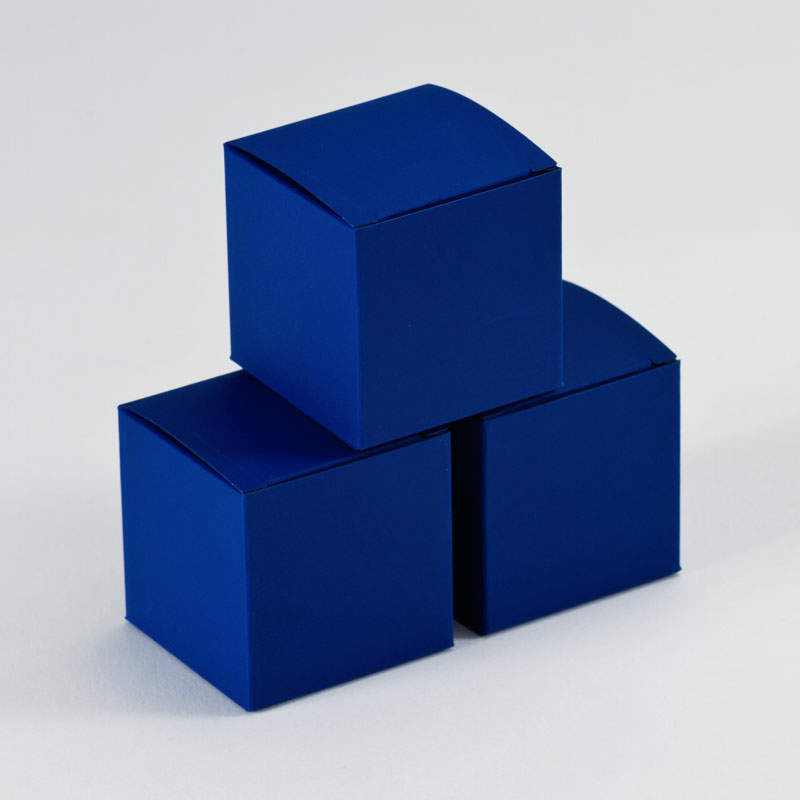 Blanco kobaltblauw kubusdoosje