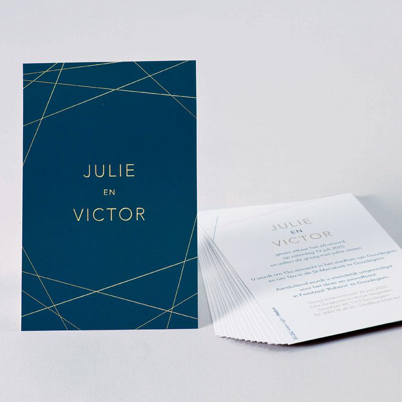 Donkerblauwe trouwkaart met geometrische lijnen