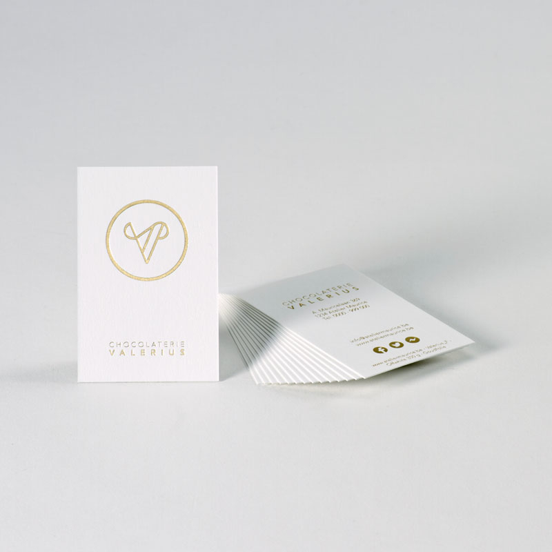 Elegant offwhite visitekaartje met 'a touch of gold'