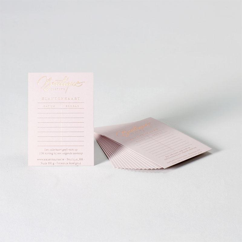 Elegante klantenkaart op nude papier
