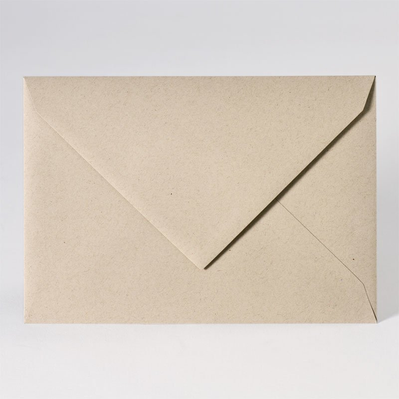 Enveloppe met puntklep in eco light brown (22,9 x 16,2 cm)