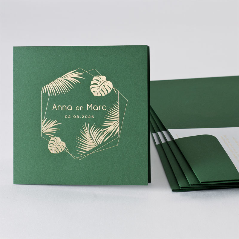 Forest Green trouwkaart met plantenmotief en goudfolie