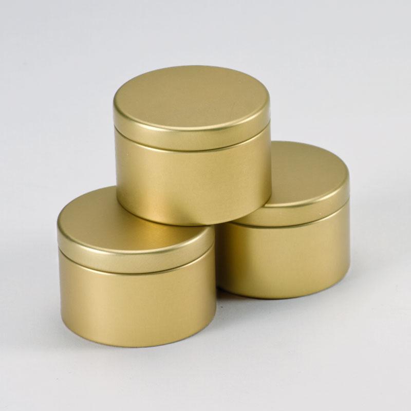Gouden blikken doosje