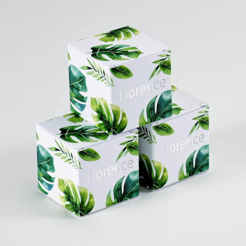 Kubusdoosje met plantenmotief en naam in zilverfolie als doopsuiker geschenk