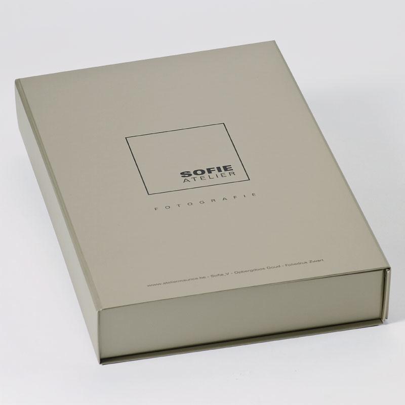 Luxe gouden doos met zwarte foliedruk