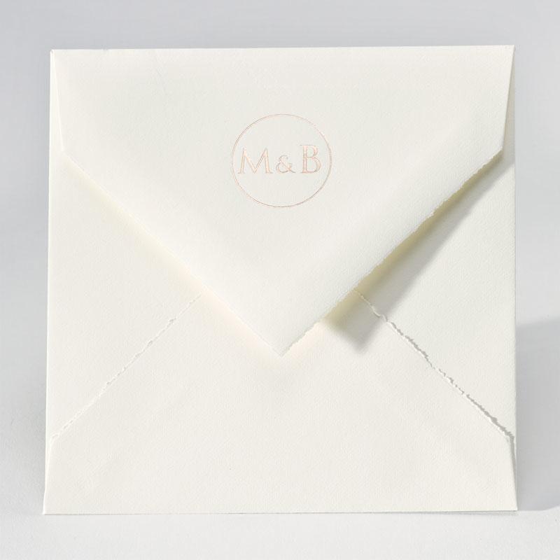 Enveloppe in handgeschept papier met foliedruk (17,0 x 17,0 cm)