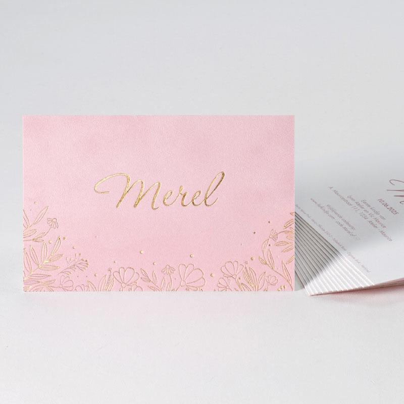 Romantisch geboortekaartje in lichtroze velvet papier