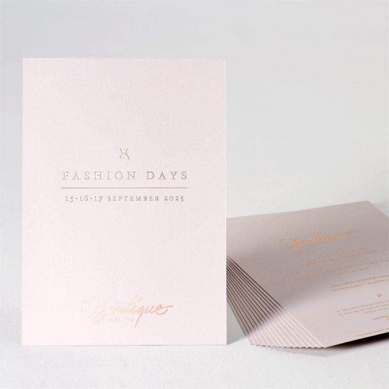 Romantische uitnodiging op nude papier
