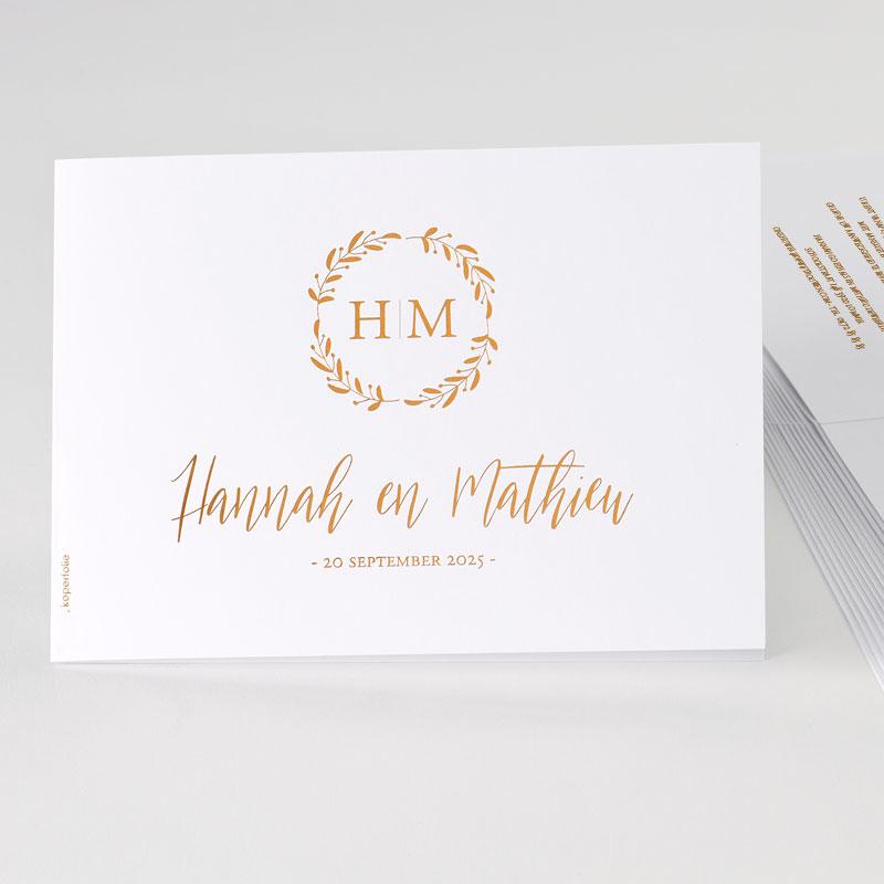 Sierlijke trouwuitnodiging met krans in koperfolie