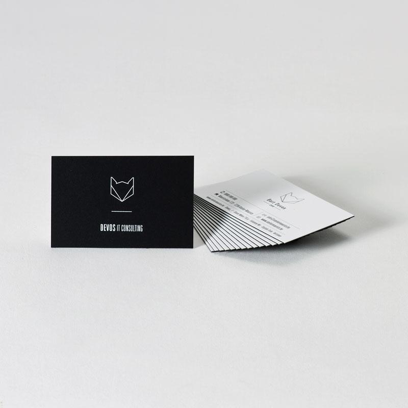 Verlijmd visitekaartje met witte foliedruk