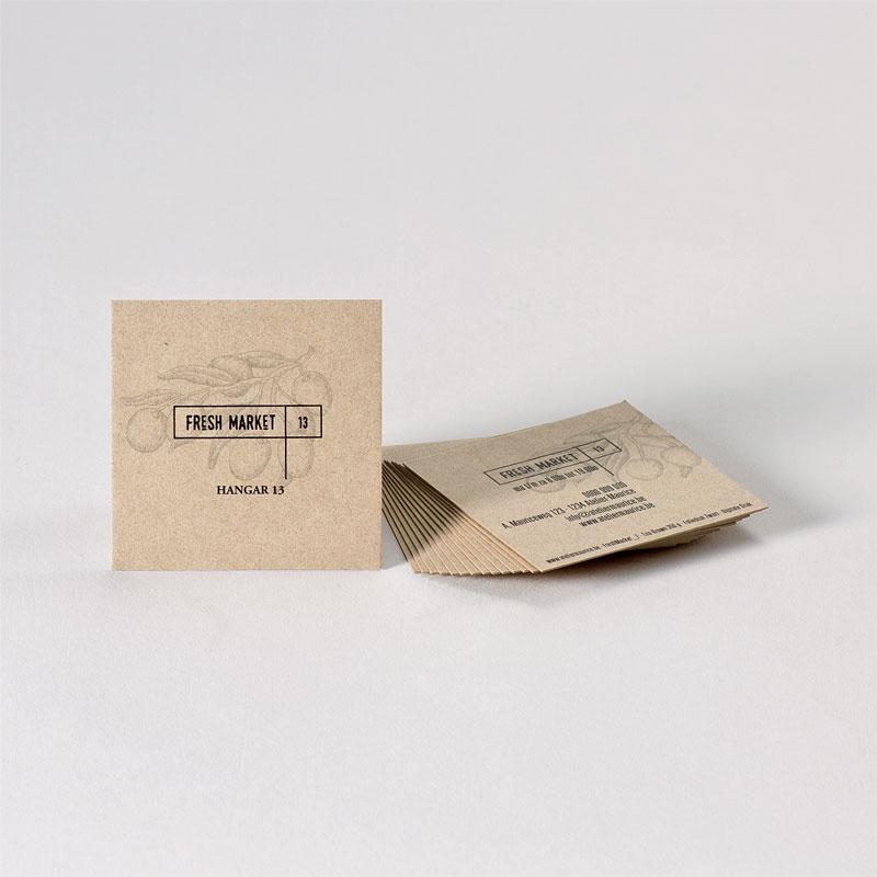Vierkant visitekaartje met zwarte foliedruk