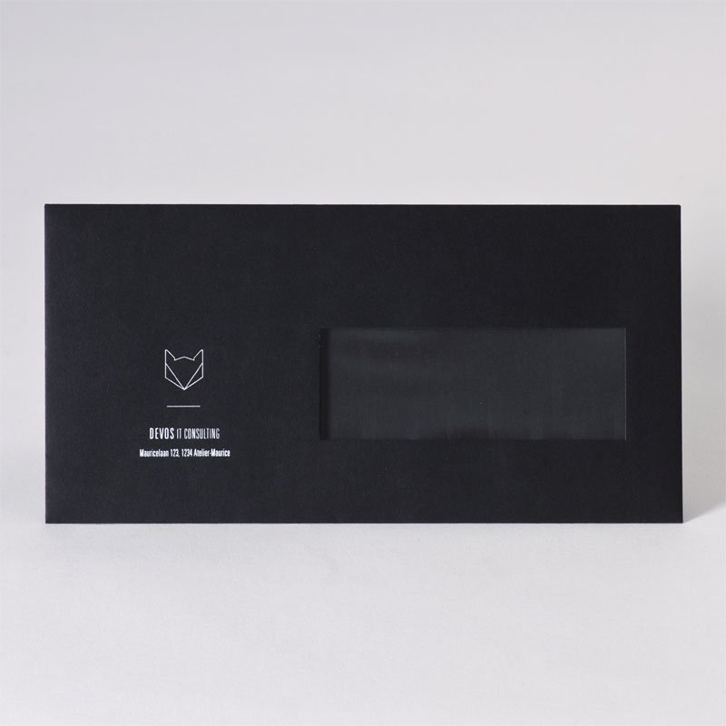Zwarte enveloppe met venster en witte foliedruk (23,0 x 11,5 cm)